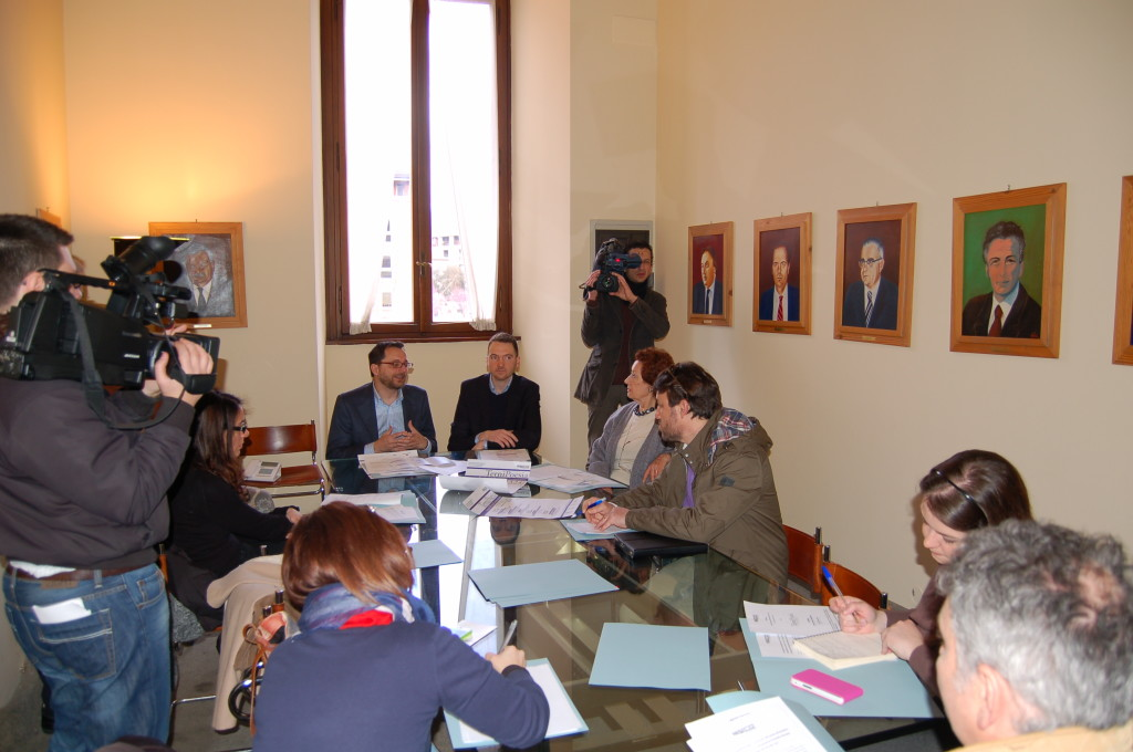 Conferenza stampa TerniPoesia  Simone Guerra, Assessore alla Cultura e alla politiche giovanili del Comune di Terni e Diego Vitali, Vice-presidente Gutenberg.